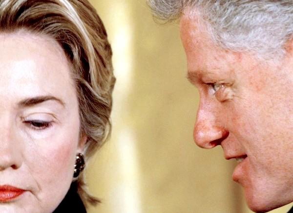Левінські порушила мовчання: Тим часом демократи вважають, що Моніка спеціально заговорила про секс-зв'язку з Біллом Клінтоном саме зараз. Нещодавно стало відомо, що дружина