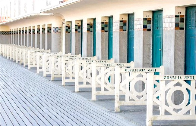 Улюблений пляж світової кінобогеми: І саме тут, на цьому пляжі, десь серед цих кабінок і сталася