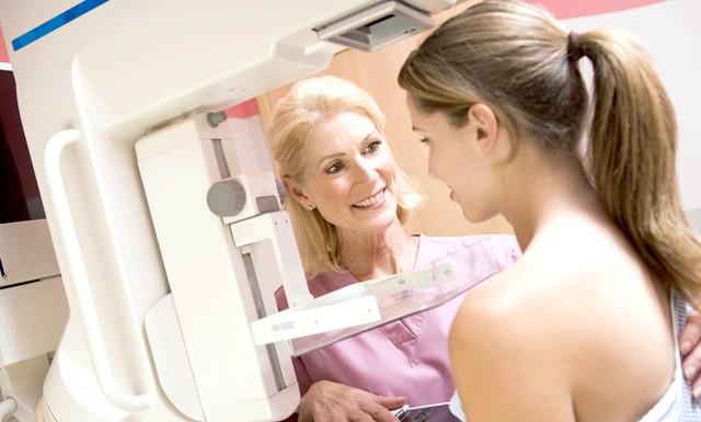 Мамограми підходять не всім жінкам: Чим щільніше грудна тканина у жінок, тим складніше в ній виявити злоякісні новоутворення за допомогою звичайної мамограми. Відзначимо, що жінки,