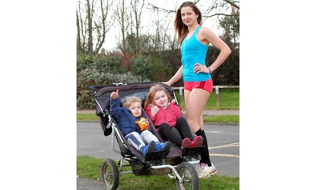 Мати трьох дітей розповіла, як схуднути на 6 розмірів: За словами жінки, ніякі дієти не допомагали їй впоратися із зайвою вагою так, як біг з коляскою. Кожен день