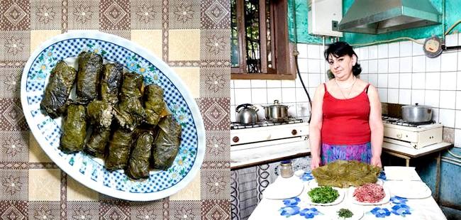 Світові бабусі: Алаверди, Вірменія. Бабуся: Євгенія Шалікошвілі, 58 років. Блюдо: долма (м'ясо з рисом, загорнуті у виноградне листя)