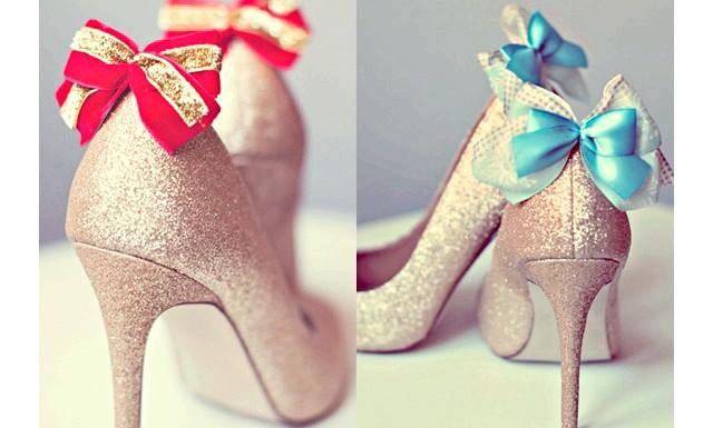 Модні новорічні туфлі 2014: Декор туфельПрі виборі святкових туфель слід звернути увагу на туфлі з окремими елементами декору - стразами
