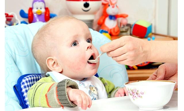 На питання щодо введення прикорму відповідає лікар-педіатр: Питання: Ірина Олексіївна, добрий день! Дитині 3 роки, досі не відлучали від грудей, чекали, що сам перестане смоктати,