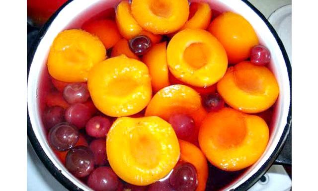 Деякі фрукти призводять до ранньої смерті: Фахівці стверджують, що консервовані фрукти в жодному разі не можна вважати повноцінною заміною свіжим. На їхню думку, регулярне вживання таких