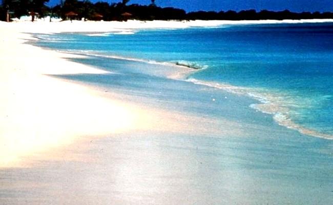 Незвичайні карибські курорти: Північний пляж, Барбуда19-кілометровий ізольований пляж з 5 котеджами і рожевим піском. Курорт пропонує особливі умови: ніяких