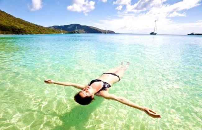 Незвичайні карибські курорти: А можна просто розслабитися у воді і нічого не робити.