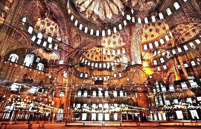 Нереальна реальність Ніколя Рюеля: Стамбул. Співробітник галереї Томпсон, де проходить виставка «8 секунд» Рюеля, так описує його роботи: «фотограф прагнув збільшити життя