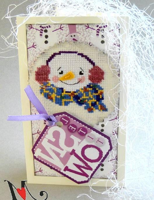 Новорічні подарунки та листівки з вишивкою: Листівка зі сніговичків, прикрашена блискучою ниткою і мохером.