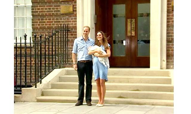 Новонародженого принца Кембриджського показали світові: Сотні городян і туристів зібралися біля стін лікарні Святої Марії, щоб привітати новонародженого спадкоємця.