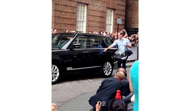Новонародженого принца Кембриджського показали світові: На цьому очікування лондонців і інших шанувальників королівської сім'ї не закінчуються. Перш ніж стане відомо ім'я спадкоємця британського престолу, може