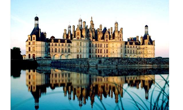 Новий рік в Парижі: врятувати світ від ордена тамплієрів: 5. Замки Луари Лицарі, принцеси, таємниці французького двору ... Стіни замків долини Луари брали високопоставлених гостей