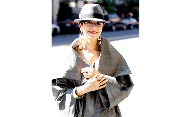 Про власному стилі після 50: Знаменитий французький модельєр Ів Сен-Лоран зауважив: «Найважливіше в жіночому одязі - жінка, яка її носить». «У