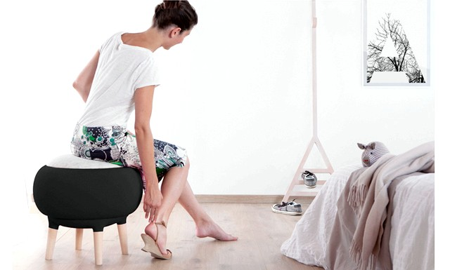 Чарівні пуфики від Manrico Freda: Cora - забавно-виглядає предмет на 4 дерев'яних ніжках, обтягнутий водонепроникним еластичним матеріалом. Верхівка виготовлена   з вовни.