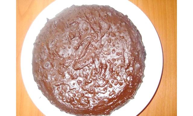 Дуже шоколадний торт: Нам знадобиться: 2 яйця 0,5 склянки цукру 2 ст.ложки какао 50-100гр шоколаду темного 4-5 ст.ложек