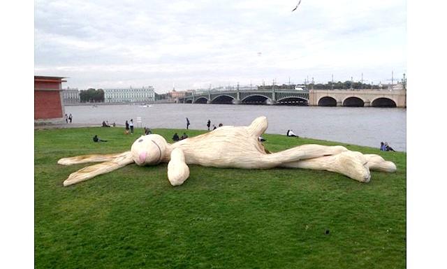 Величезний заєць в Санкт-Петербурзі: