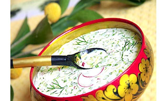 Окрошка. Вироблено на Еве.Ру: Овочева окрошка, автор рецепта: Lana66Подходят для овочевої окрошки відварні ріпа, картопля, свіжі огірки, моркву. Непогано додати