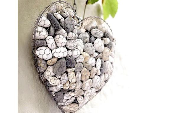 Оригінальні ідеї для використання натурального каменю: Дротове сердечко