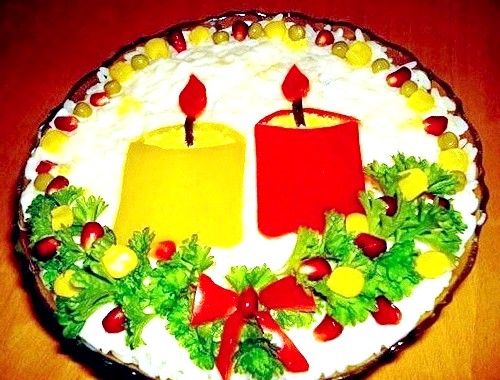 Оригінальний салат на Новий рік: Необхідні інгредієнти: відварну картоплю - 3 штуки консервовані печериці - 200 грам відварене куряче філе