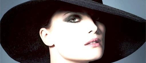 Осінні тенденції модних будинків: Giorgio Armani: рівновага інь-янОсенній макіяж 2012 від Giorgio Armani представлений в графічному стилі інь-ян: чорно-білі тіні,