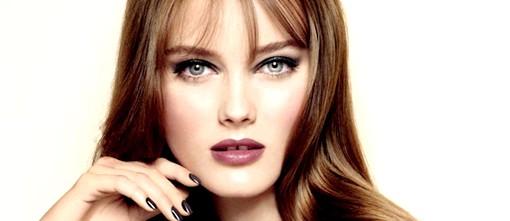 Осінні тенденції модних будинків: Chanel: класика жанраОсенне-зимова колекція косметики від Chanel 2012-2013 витримана в фірмовому класичному стилі. Насичені бордові кольори