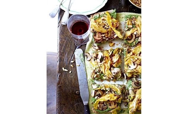 Особливий вечерю для двох від Jamie Magazine: Хрусткий горіховий пиріг зі шпинатом (на 4 порції) • 50 г кедрових горішків + ще трохи