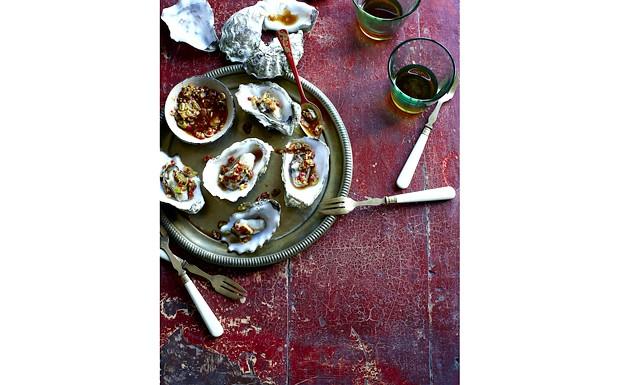 Особливий вечерю для двох від Jamie Magazine: Устриці по-кантонськи (на 4 порції) • 16 великих устриць, не відкривати раковини • гілочки кінзи