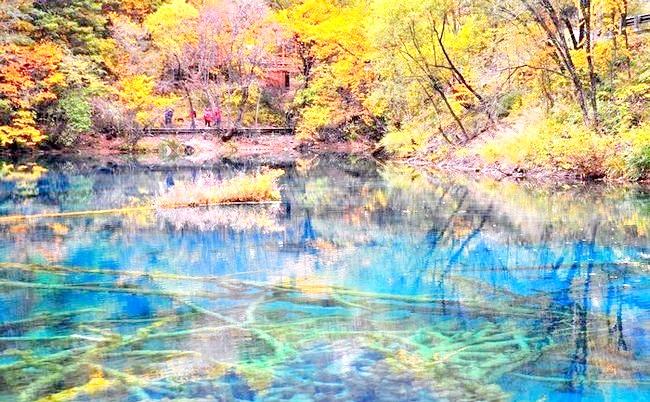 Озеро П'яти квітів - краса, яку рідко зустрінеш: