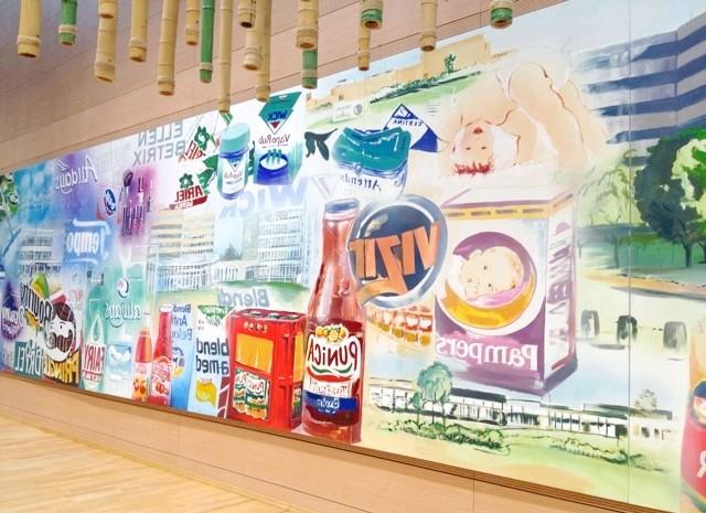 Pampers в Німеччині, частина 2: Procter & Gamble продає 300 найменувань товарів в 180 країнах. На картині невідомого художника відображені найбільш важливі бренди.