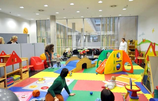 Pampers в Німеччині, частина 2: Діти під наглядом батьків і вчених Центру. Цілий день.