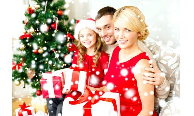 Папи вдвічі щедріше мам на новорічні подарунки: 1000 батьків та 1000 бабусь і дідусів з Великобританії взяли участь в опитуванні, щоб дізнатися, хто з них щедріше перед