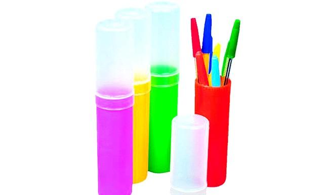 Пенал для школи: Для малюків ж кращим вибір стане жорсткий пенал з пластику або дерева, з твердою відкидною кришкою, яка має міцний замок,