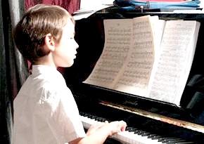 Переломний період в учня-музиканта. Що робити батькам, якщо дитина відмовляється від подальшого відвідування музичної школи?