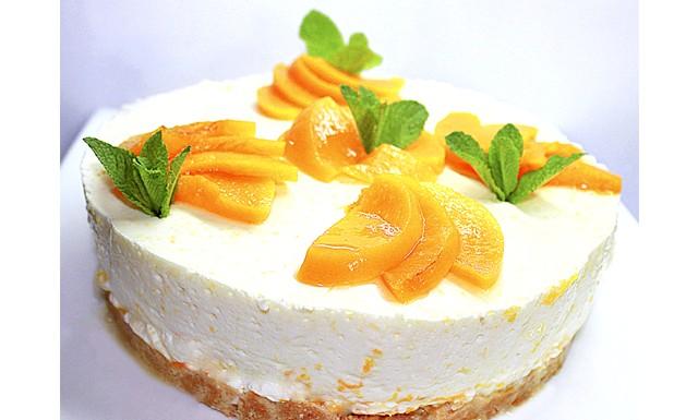 Персиковий чізкейк без випічки: Інгредієнти: 150 г пісочне печиво 100 г вершкове маслоДля начинки: 10гр желатину