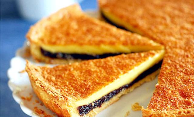 Пиріг з чорносливом і заварним кремом: Інгредієнти для крему: 1 & frac12; склянки (250 г) чорносливу без кісточок (стакан = 250 мл) 2 ст.л. бренді