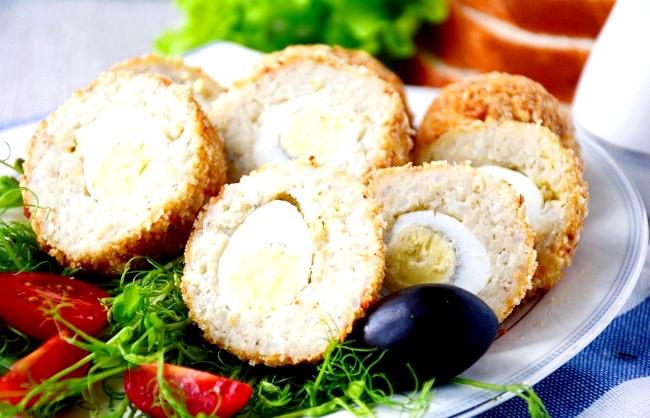 П'ять рецептів для шкільних обідів: Рибні биточки з сюрпрізомЕті ніжні рибні биточки з рисом таять у собі маленький сюрприз, який обов'язково
