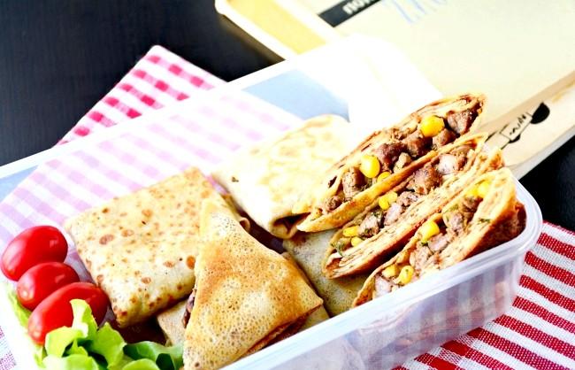 П'ять рецептів для шкільних обідів: Хрусткі млинці з телятиною і кукурузойМаленькіе конвертики із млинців, запечені до хрускоту, таять у собі дивовижне