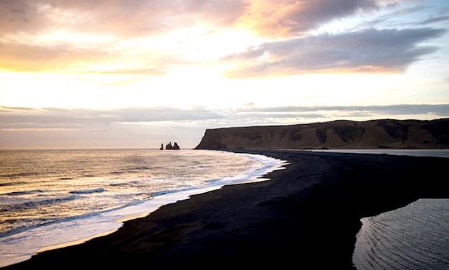 Пляж Вік - найзагадковіше місце в Ісландії: Художник Навід Барат відомий своїми міськими фотографіями, в об'єктив його камери часто потрапляють вулиці Нью-Йорка, а от на цей раз на знімках