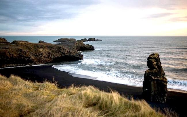 Пляж Вік - найзагадковіше місце в Ісландії: У 1991 році американський журнал «Island Magazine» визнав пляж Вик одним з найкрасивіших на планеті, a 2014 канал «Travel