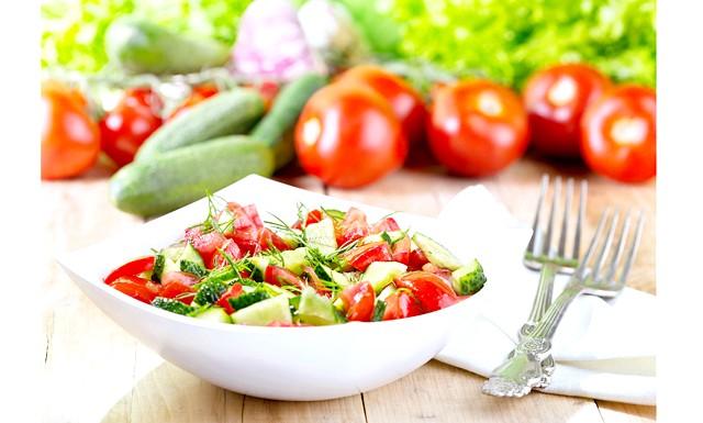 Чому не можна поєднувати огірки з помідорами?