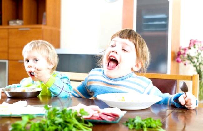 Чому дитина поводиться як голодний ?: По-перше, важливо не забувати про здорове харчування і прислухатися до порад дієтологів. Не варто уподібнюватися жалісливим бабусям, які прагнуть запхати