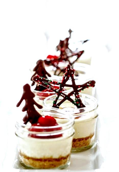 Подарунок для друзів і колег до Нового року: Для подарунка вам необхідно: Пляшка червоного сухого або полусохого вина Кілька паличок кориці 6 коробочок