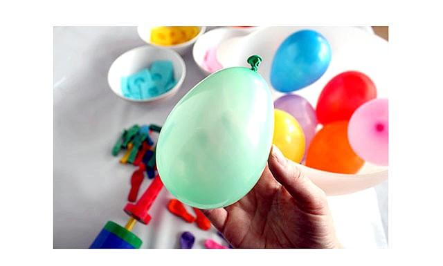 Вироби до Великодня своїми руками: Надуваємо кульки.