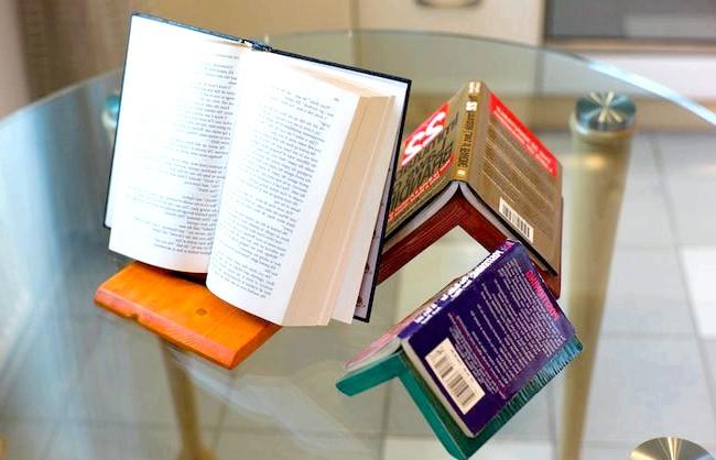 Корисні штуки: А ще, якщо великий трикутник покласти на одну з стороні, то його можна використовувати як підставку для книги. [url=http://klevosti.ru/treugolnik-so-smyislom/?utm_source=eva&utm_medium=article&utm_campaign=art_link]Взято