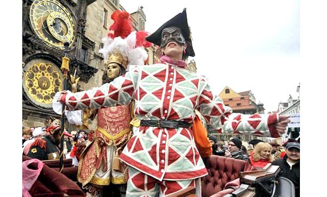 Прага готується до Масляного карнавалу: Святкова програма включатиме в себе театралізовані вистави та вуличні ходи. А деякі ресторани і кафе спеціально до цього заходу