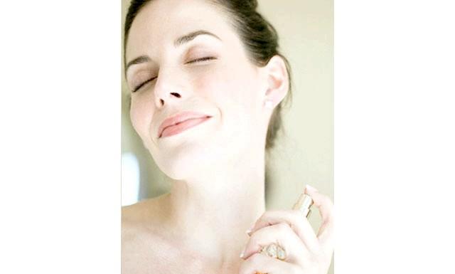 Правила гарячого флірту: ЗАПАХІспользуйте парфум, але обережно! Духи можуть зіпсувати процес пізнавання природних запахів. Запахи сприймаються людьми інтуїтивно, і