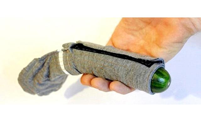 Презервативи з електричним струмом: Щоб перевірити спектр відчуттів, конструктори зробили