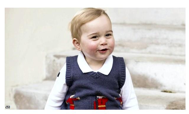 Принц Джордж Різдвяні фотографії: Фотографії були зроблені в кінці листопада у дворі Кенсингтонського дворца.Третій в лінії до трону спадкоємець