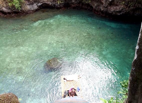 Природний басейн острова Уполу: У басейні цьому регулярно з'являються відвідувачі - туристи, охочі поплавати в чистій і прозорій воде.Вход в «басейн» платний: 15 доларів