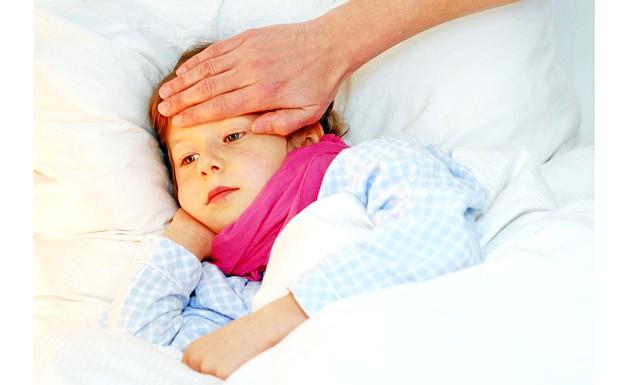 Щеплення проти грипу та пневмокока викликає температуру: Для подібного висновку використовувалися дані 530 дітей у віці від 6 до 23 місяців протягом тижня після отримання двох