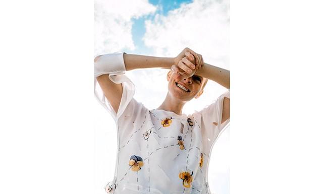 Освідчення в коханні від Тетяни Парфеновой: Представлена   весняно-літня колекція складається з легких багатошарових суконь, виконаних з шовку, сітки, вишивок і прінтована аплікацій з ручною стежкою. Лейтмотивом